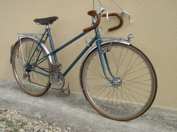 alternative mixte single top tube that splits into twin stays we do not own a bicycle in this category so i borrowed a picture of a vintage rene herse - Mixte Frame
